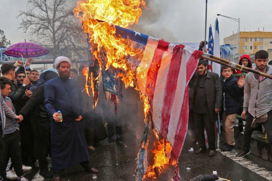 Iraniečiai mini 1979-ųjų Islamo revoliucijos pergalės dieną