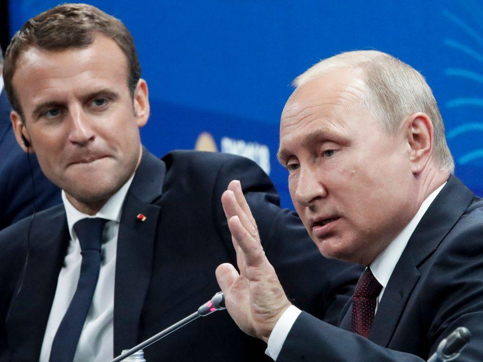 """E. Macronas: Rusija turi būti """"pririšta"""" prie Europos"""