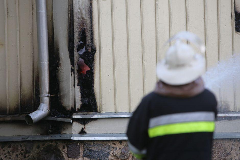 Palangoje dūmų detektorius įspėjo apie prisvilusį puodą