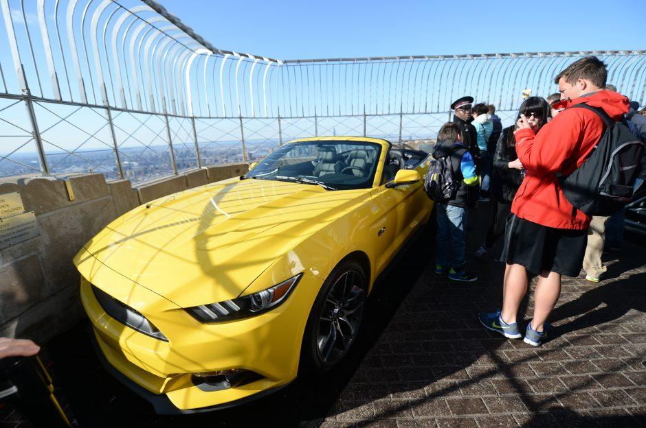 """Amerikietiška legenda užkariauja širdis: pagaminta 10 mln. """"Ford Mustang"""" automobilių"""