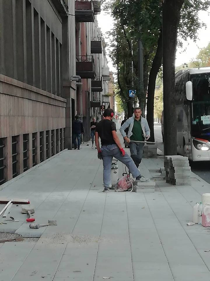 """Dėl darbų saugos Kauno centre pažeidimų – įspėjimas """"Autokaustai"""""""