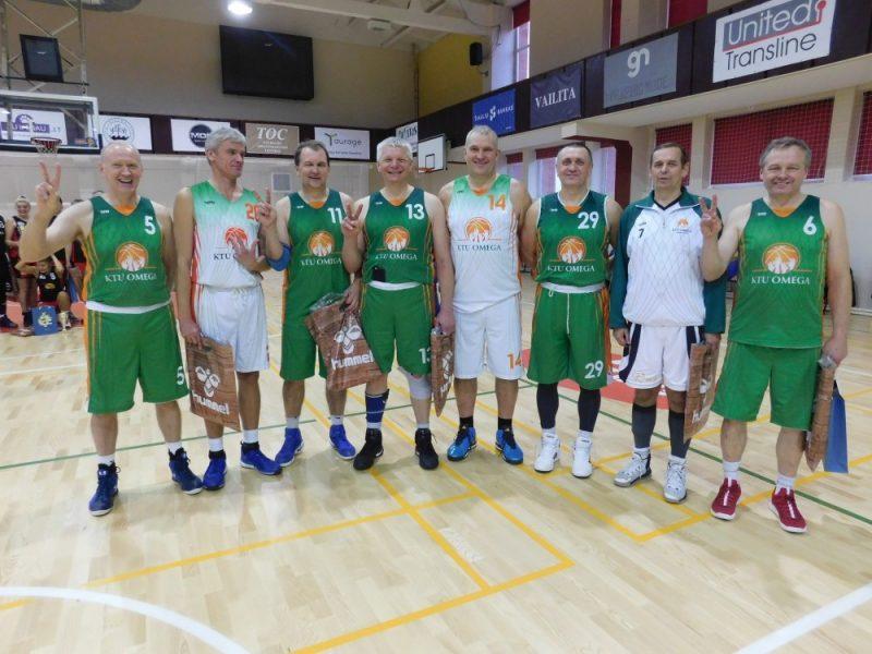 Krepšinio veteranai išsidalijo trofėjus