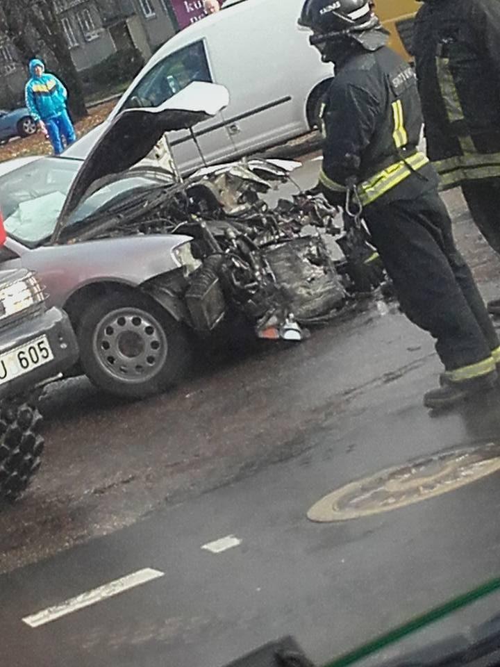 """Per dviejų """"Audi"""" avariją nukentėjo jaunas vairuotojas"""