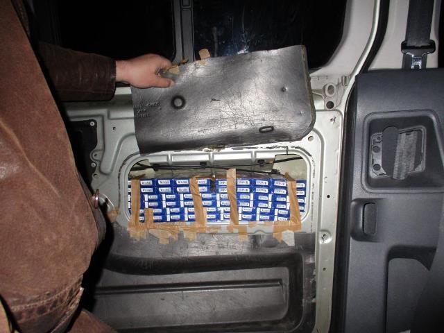 Rusas teisinosi, kad kontrabandinius rūkalus pirko Estijos turguje