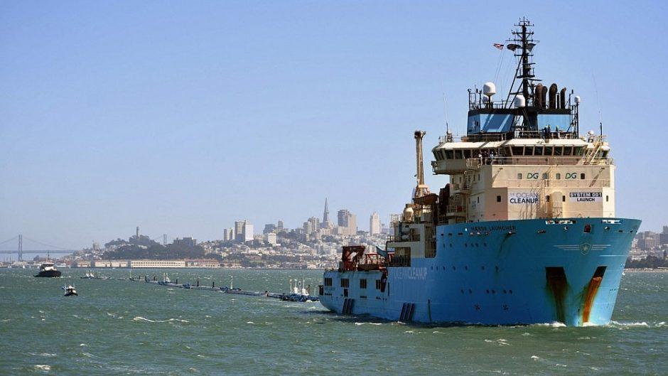 Ramiajame vandenyne atsiras milžiniškas plastiko šiukšlių surinktuvas