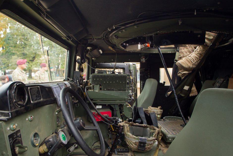 Į avariją pateko Nyderlandų karių automobilis