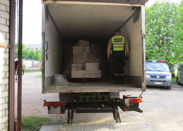 Muitininkai sulaikė beveik 100 tūkst. eurų vertės nelegalių pesticidų siuntą