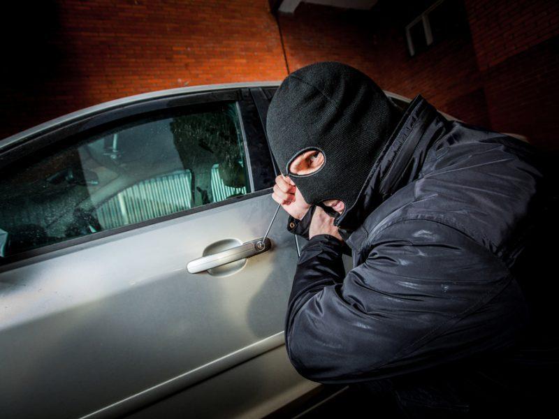 """Kauniečio """"Mercedes-Benz"""" pavogė iš namo kiemo, nuostolis – tūkstantinis"""