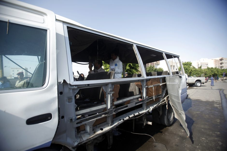 Jemene susprogdintas karinių oro pajėgų autobusas, žuvo šeši žmonės
