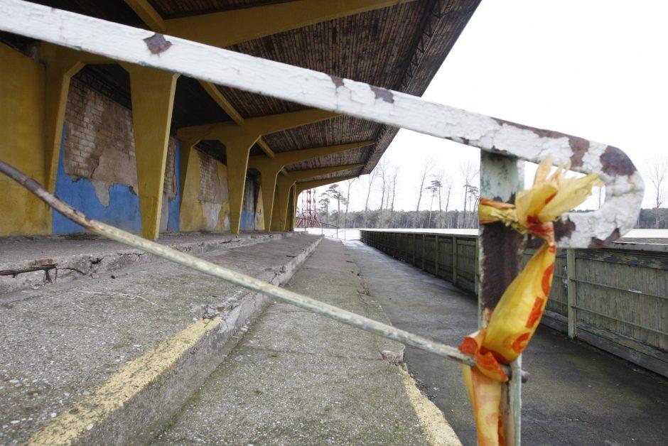 Klaipėdos centriniame stadione nugriaus tribūną