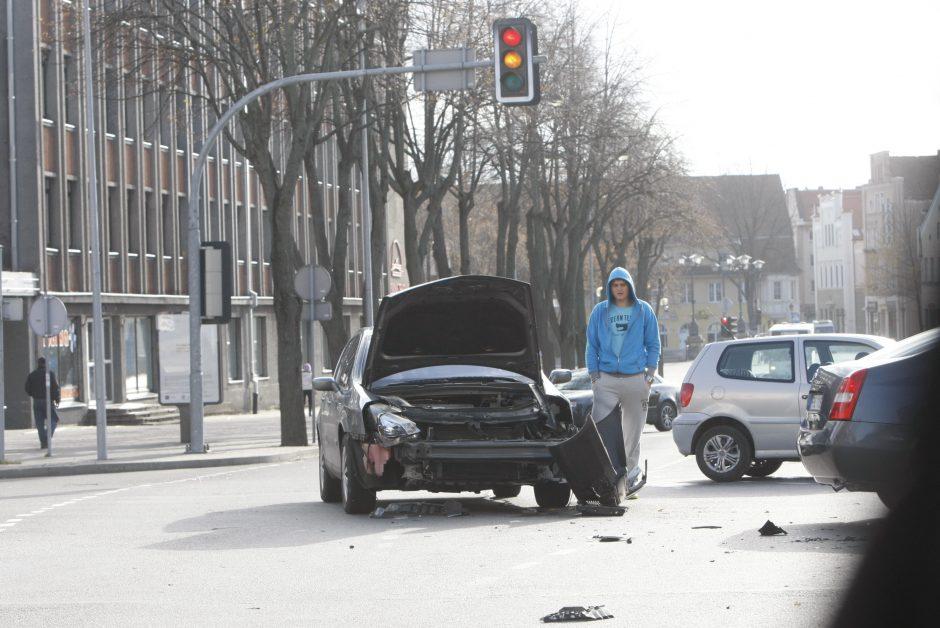 """Klaipėdos centre – """"metalinė"""" avarija"""