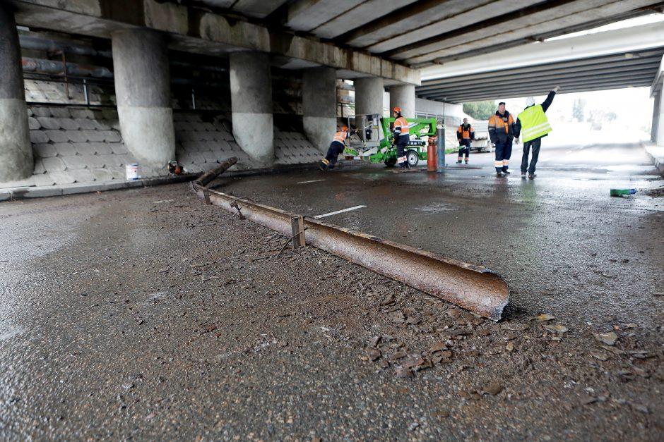 Grėsmingas Herkaus Manto gatvės viadukas laukia rekonstrukcijos