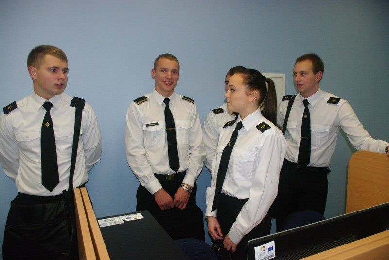 Jūrinės uniformos valdžiai neberūpi
