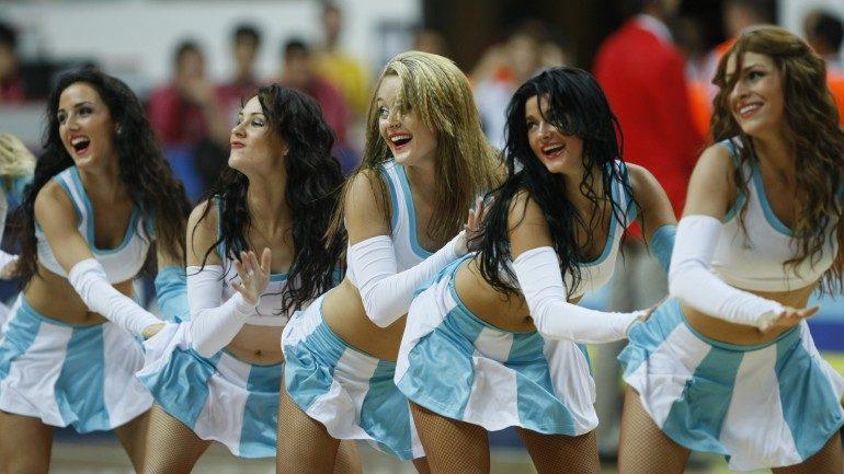 """KU šokėjų grupė """"Leader dance"""" išvyksta į Europos vyrų krepšinio čempionatą"""