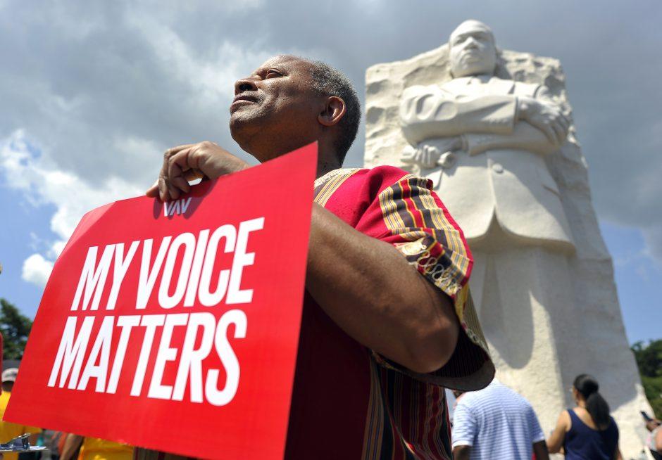 Vašingtone eitynių dalyviai ragino įgyvendinti M. L. Kingo svajonę