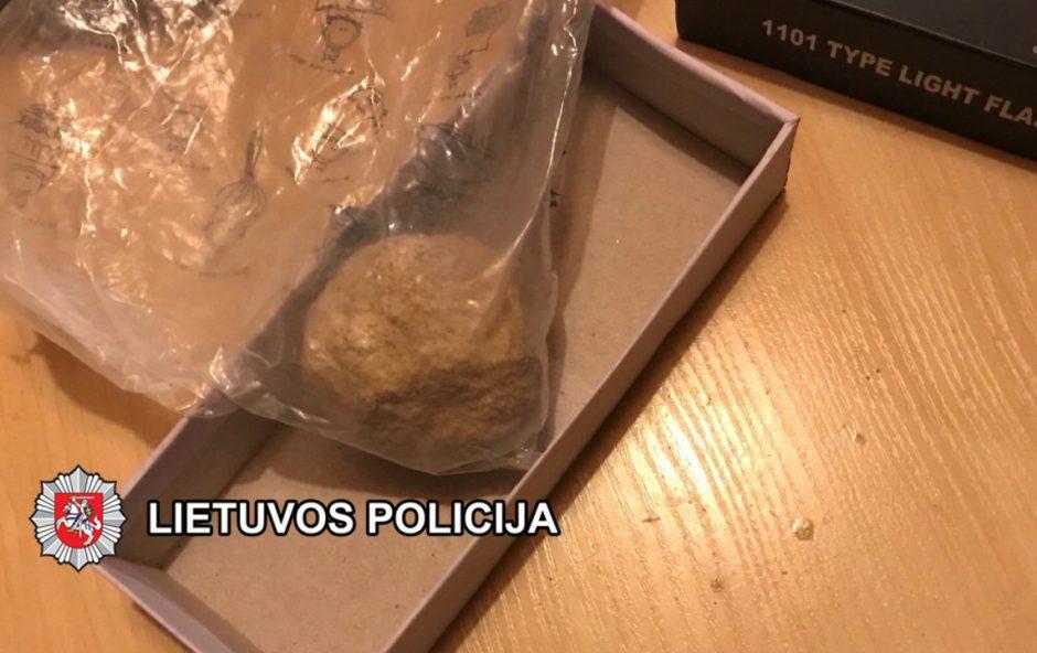 Išaiškinti heroino platintojai ir jo tiekėjas