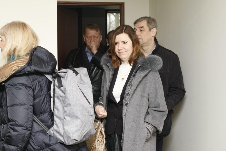 Klaipėdos universitetą į teismą padavęs indas žada badauti, kad gautų vizą