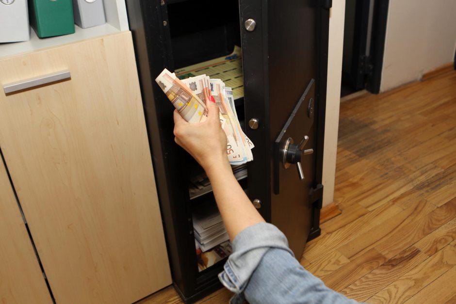 Plungėje iš buto pavogtas seifas su 15,6 tūkst. eurų