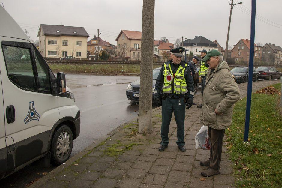 Uostamiesčio policininkai gaudė einančius per bėgius