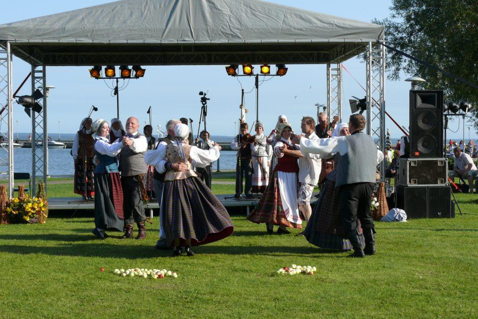 Folkloro šventė veda į Juodkrantę