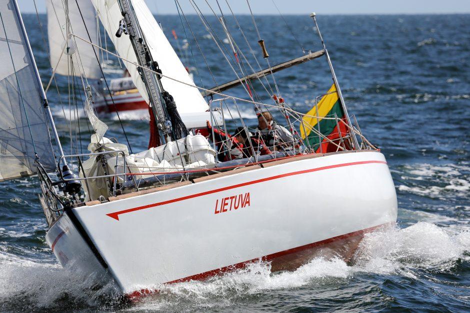 """Jachta """"Lietuva"""" jau 40 metų augina buriuotojus"""