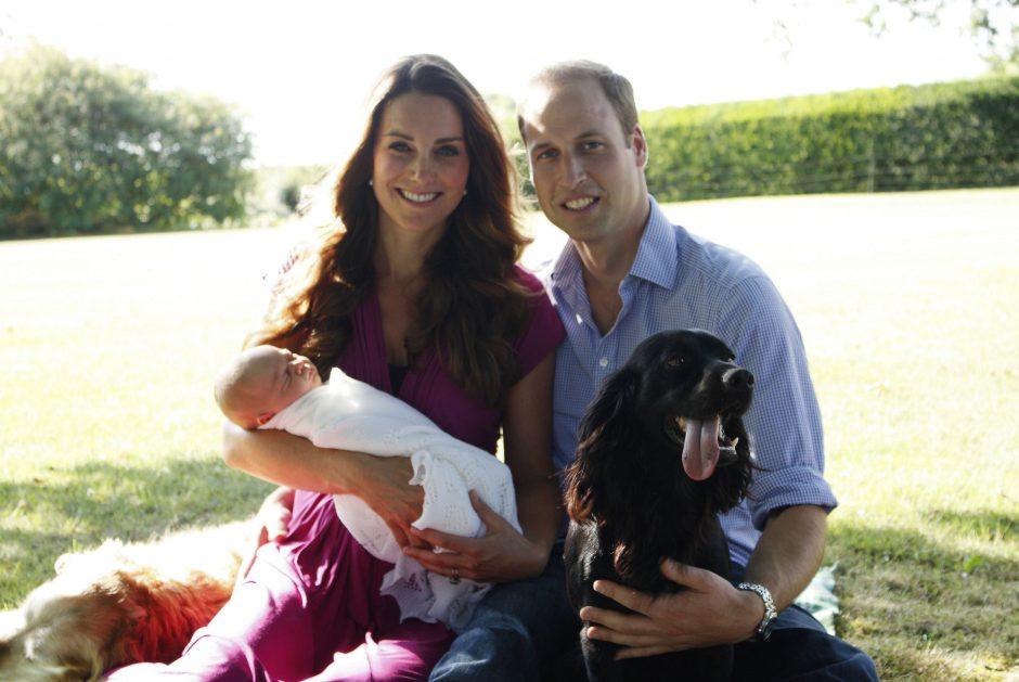 Pirmųjų oficialių Britanijos princo George'o nuotraukų autoriumi tapo jo senelis