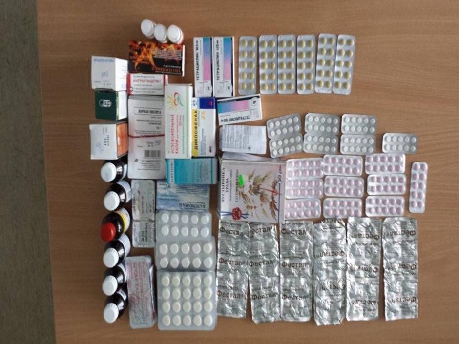 Baltarusė nelegaliai atvežtus vaistus slėpė dantų pastos dėžutėse