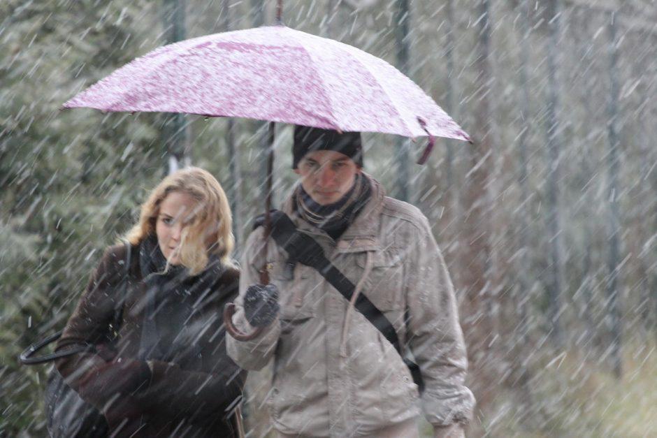 Nepamirškite skėčių - gali užklupti šlapdriba