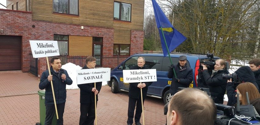 Buvę Seimo nariai išteisinti dėl piketo prie prokuroro namų