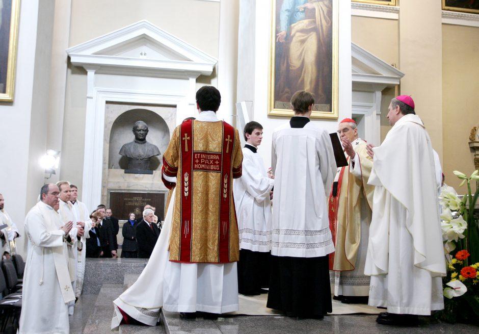 Ori kunigų senatvė – Bažnyčios ar valstybės reikalas?