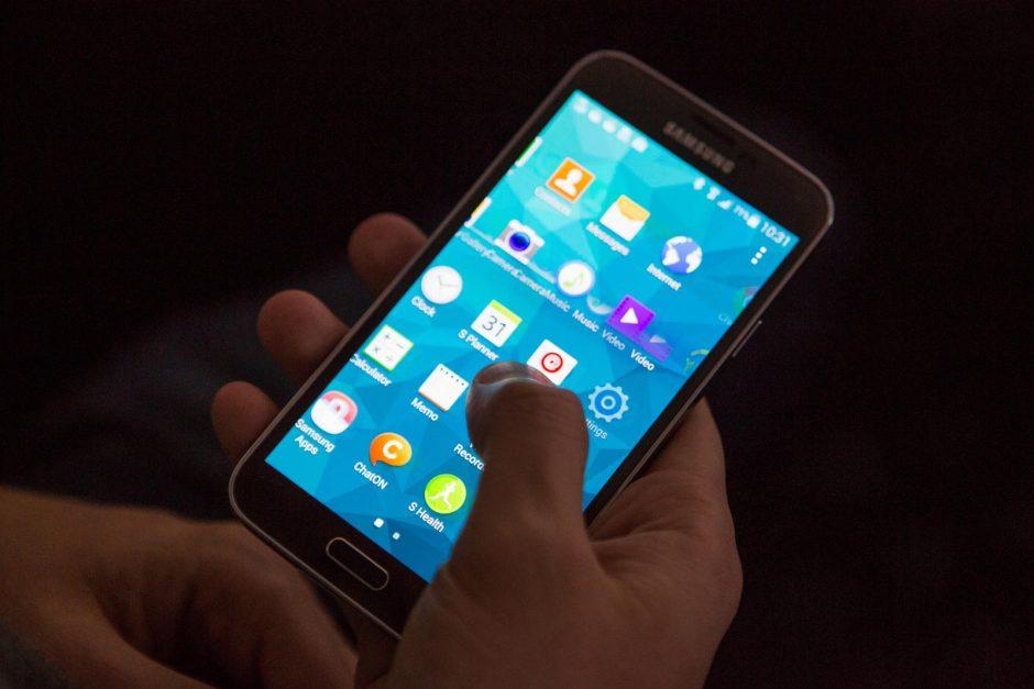 Tyrimas: po penkerių metų pinigines pakeis išmanieji telefonai