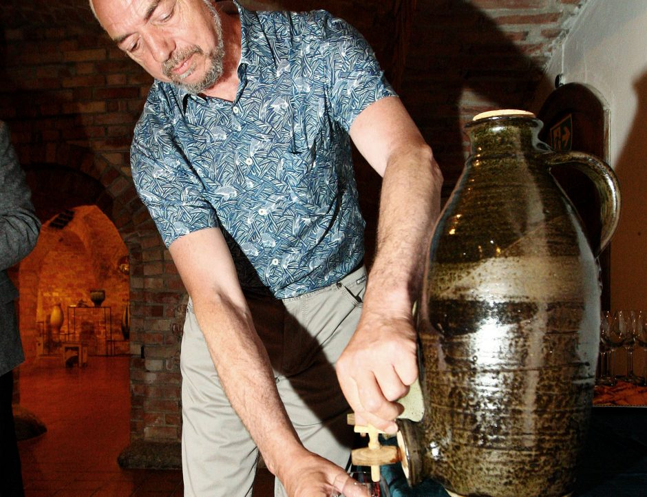 Anglų keramikas: indai – kaip gamtos reiškiniai