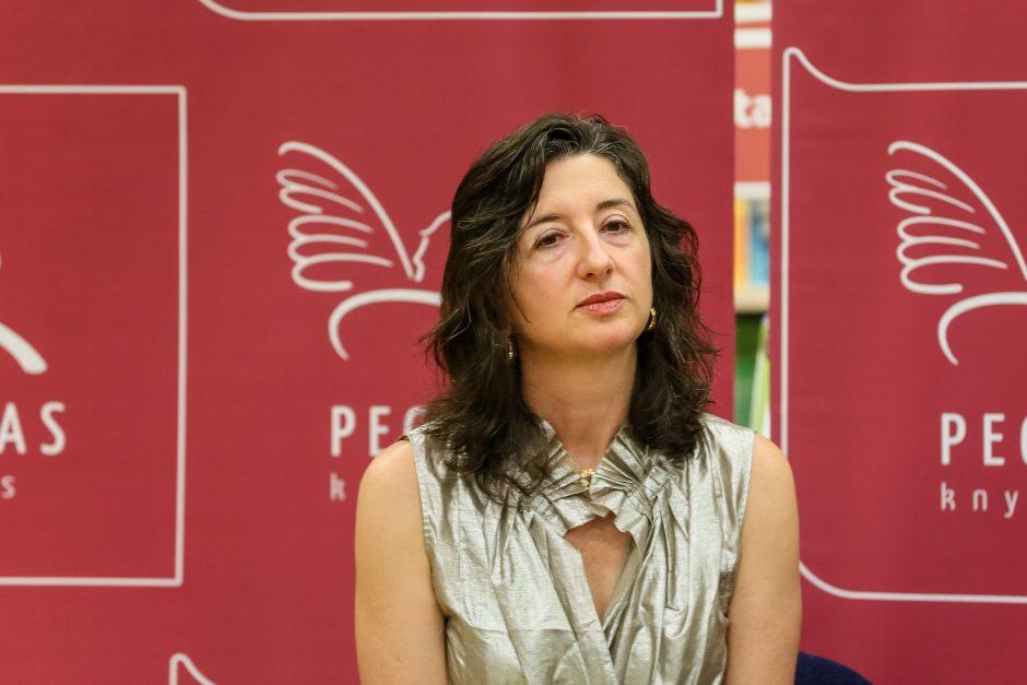 Rašytoja A. Amirrezvani: reikia rašyti žmogaus širdžiai