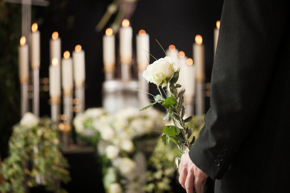 Kaip rengtis einant į laidotuves ir šermenis?
