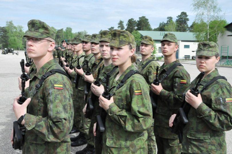 Bazinius karinius mokymus Lietuvoje baigė jau per 100 moterų