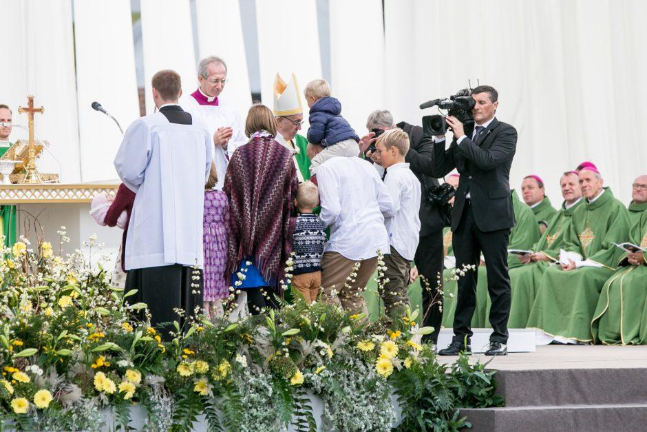 Popiežius Pranciškus meldėsi Santakos parke