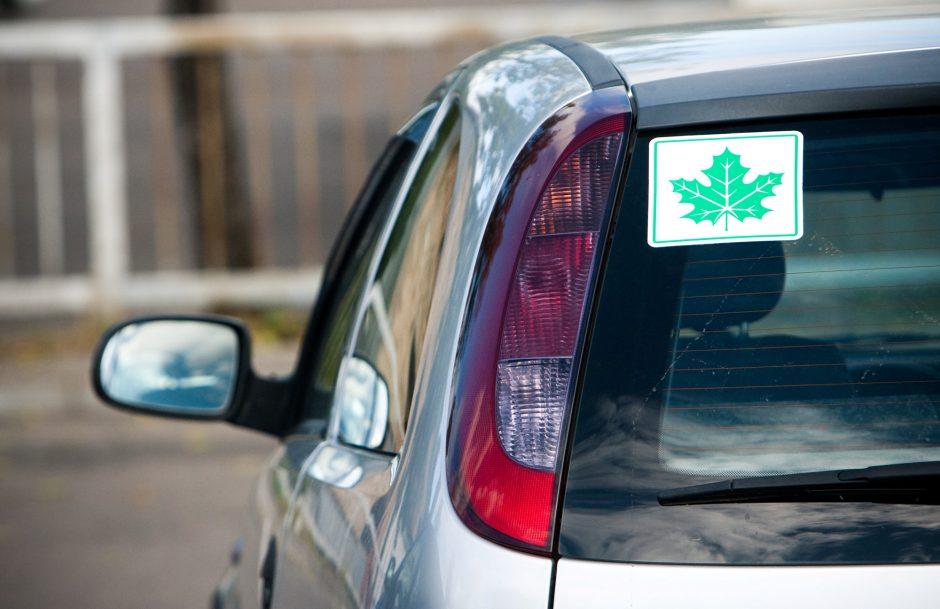 Pradedantieji vairuotojai važinės greičiau: pakeitimai sukėlė sumaištį