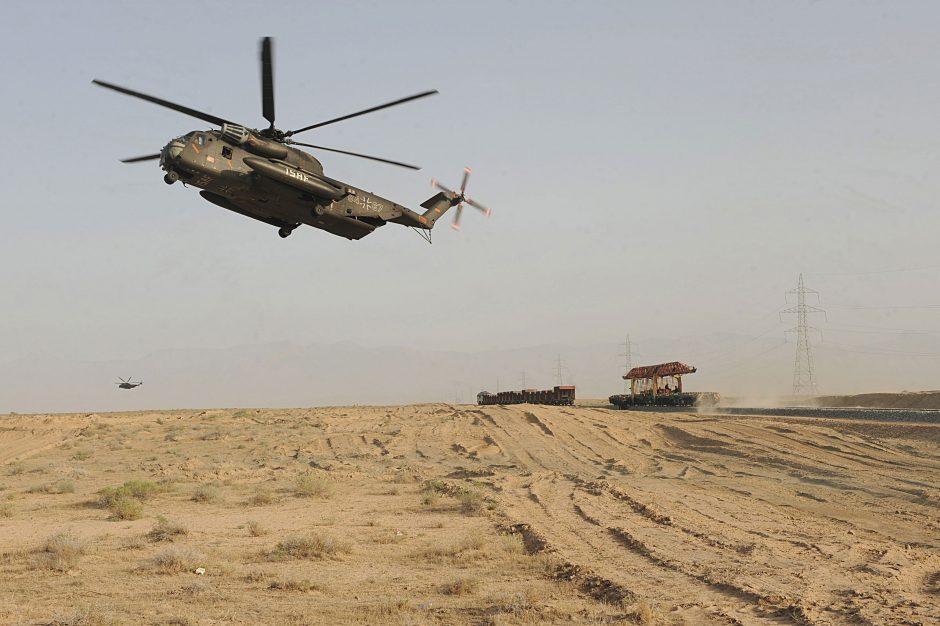 Uzbekistane sudužus kariniam sraigtasparniui žuvo devyni žmonės