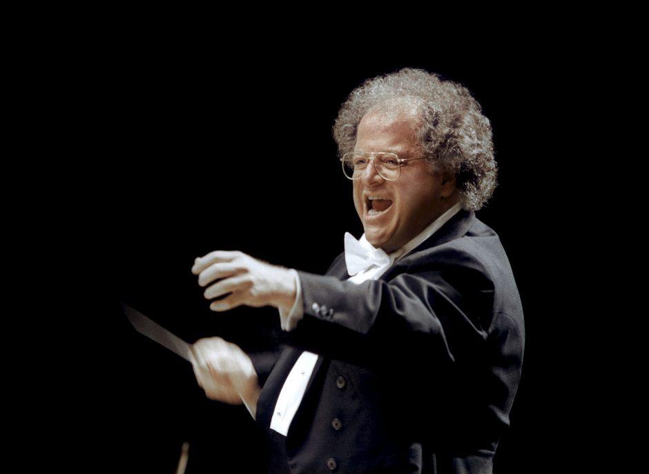 """""""Metropolitan Opera"""" dėl lytinio išnaudojimo atleido legendinį dirigentą"""