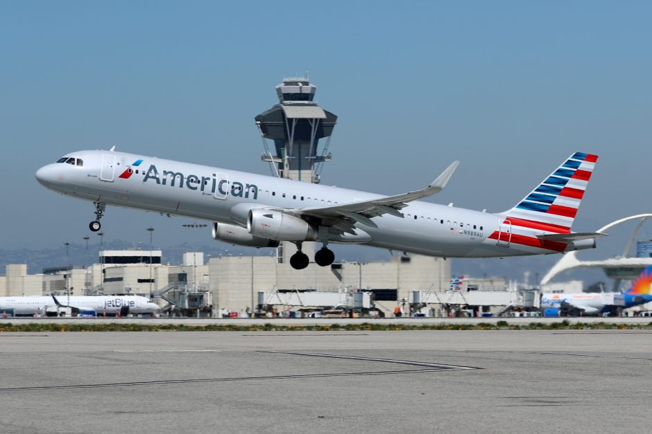 """Britanijoje suimtas galimai neblaivus """"American Airlines"""" pilotas"""