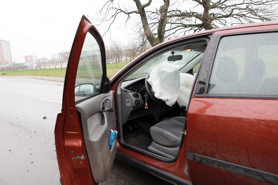 """Po tragiškos """"Toyota"""" avarijos – dėmesys oro pagalvėms"""