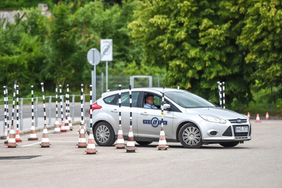 Sukčiaujantiems per vairavimo teorijos egzaminą paruošta dovanėlė
