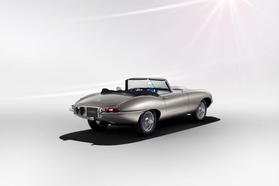 """""""Jaguar Classic"""" praeities šedevrą sutuokė su pažangiausiomis technologijomis"""
