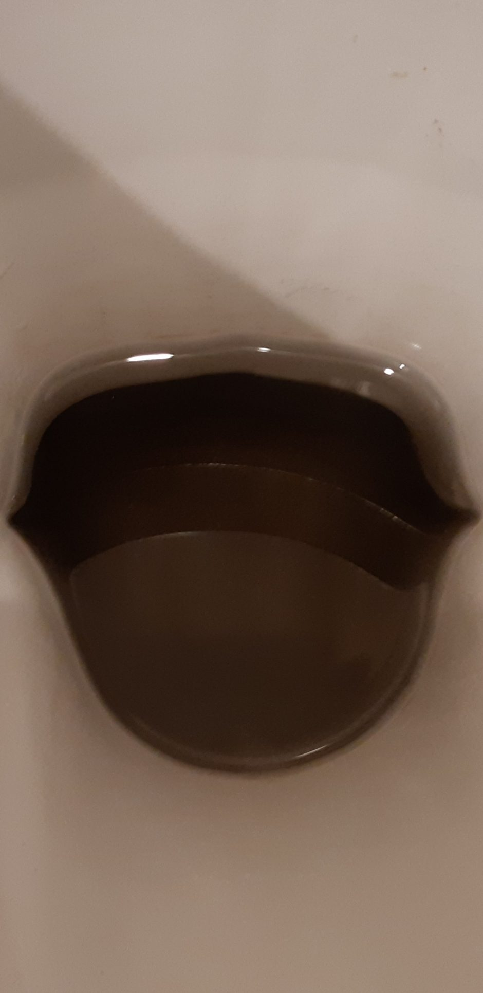 Kauniečiai skundžiasi – visame mieste bėga juodas vanduo