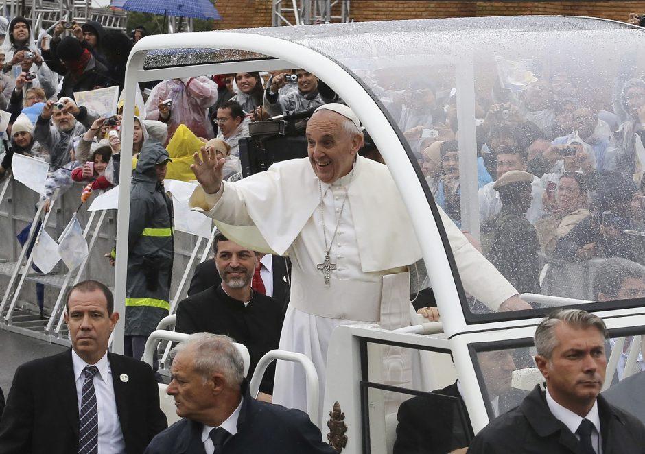 Popiežius per mišias Brazilijoje viešai pasmerkė stabus - pinigus, valdžią