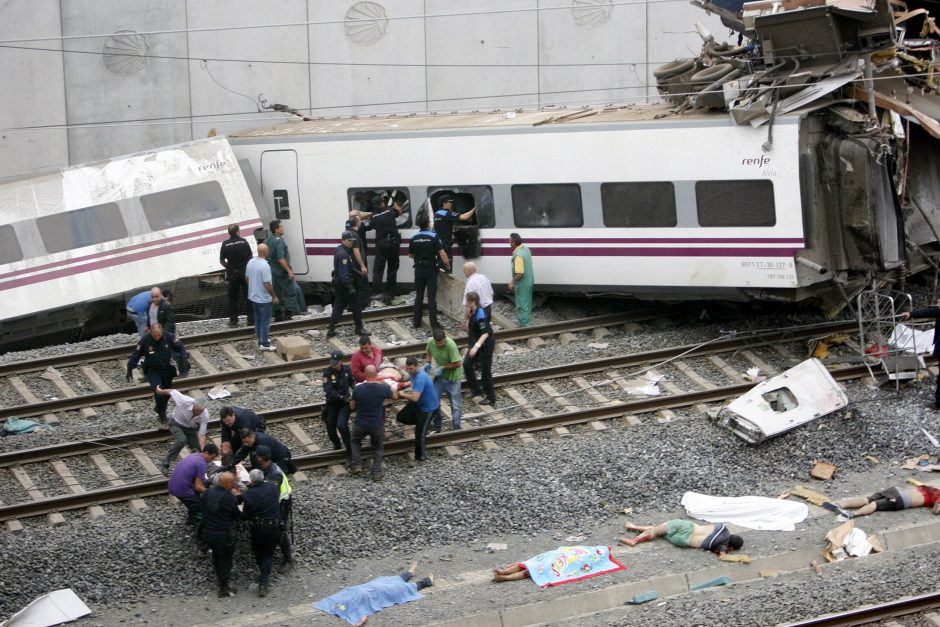 Ispanijoje nulėkusio nuo bėgių traukinio mašinistas kalbėjosi telefonu