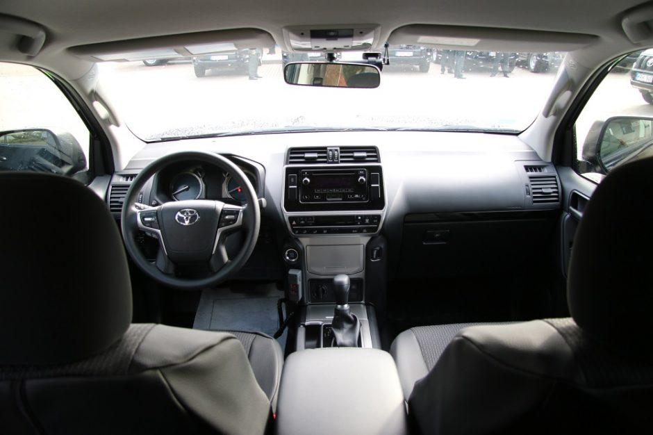 """Pasieniečiai persėdo į naujus visureigius """"Toyota Land Cruiser"""""""