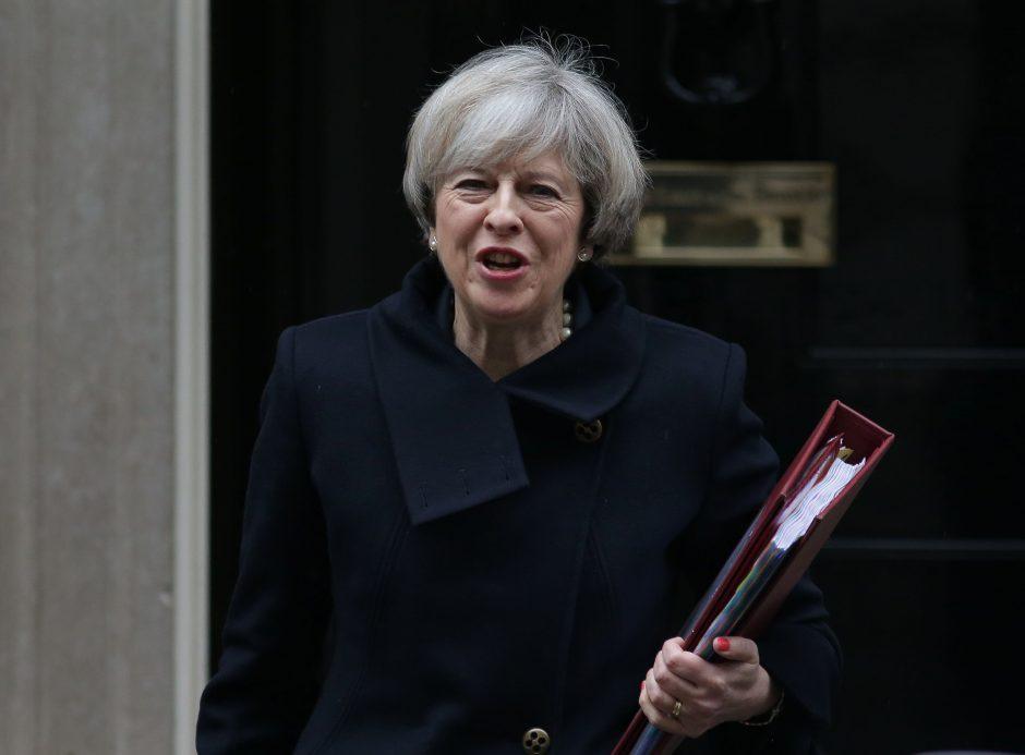 """Priimtas teisės aktas, leidžiantis inicijuoti """"Brexit"""" derybas"""