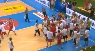 Per draugiškas Slovėnijos ir Turkijos krepšininkų rungtynes - nedraugiškos aistros (video)