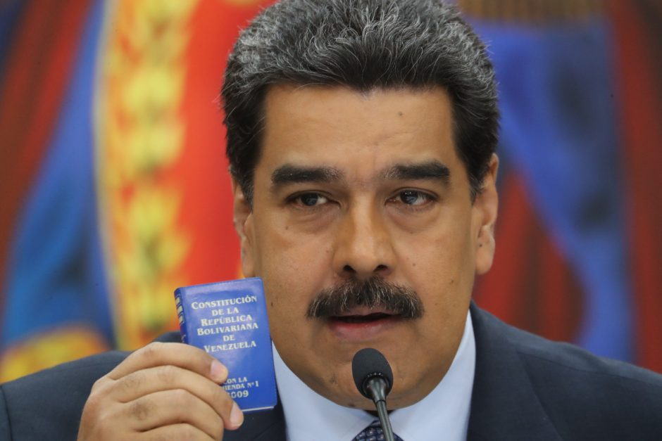 """Venesuelos prezidentas N. Maduro žada blokuoti """"suklastotą"""" pagalbą"""
